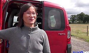 Milf asiatique enculée à l'_arrière de coryza camionette [Full Video]