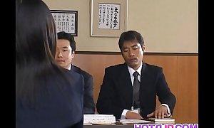Yui Aina receives sucked penises